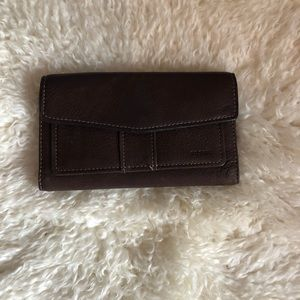 Leather brown fossil tri fold out wallet